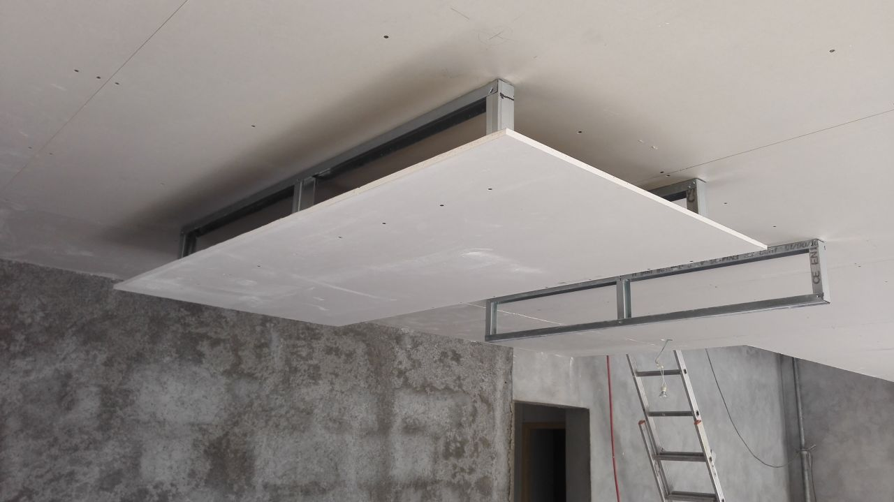 Isolation des sols plancher chauffant chape anhydrite for Pose plafond suspendu