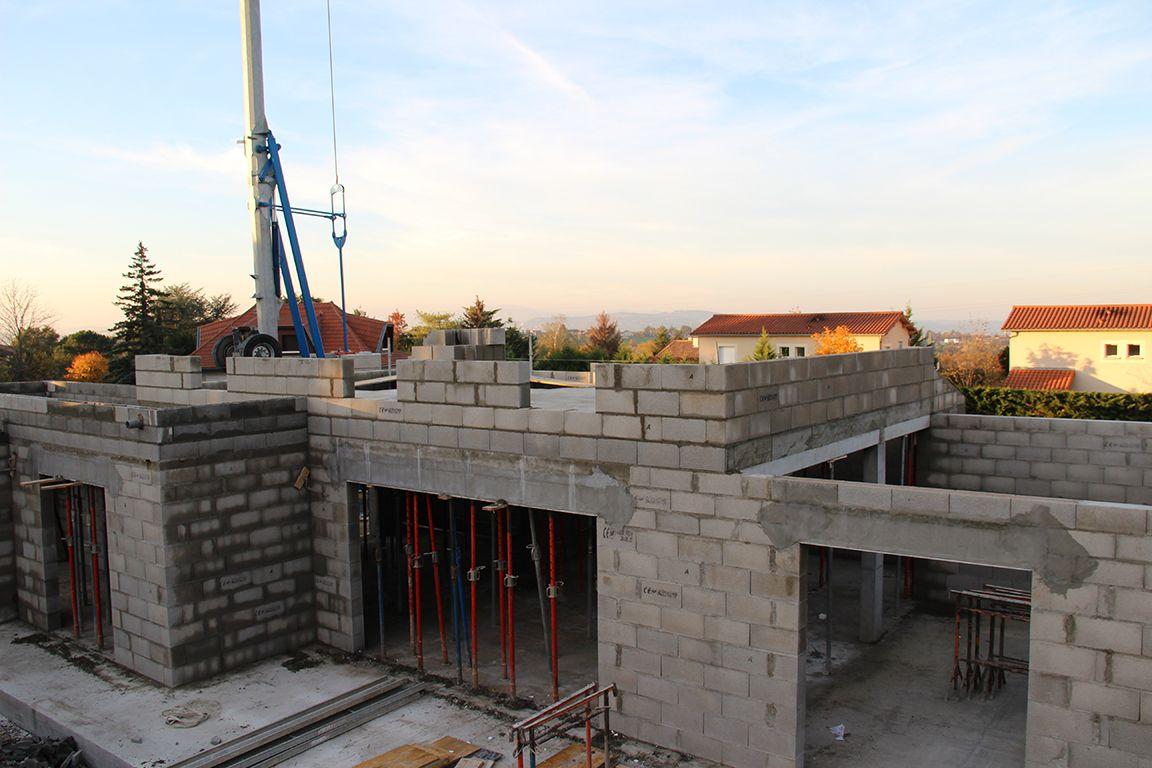 Elévation des murs de l'étage - Vue sur les futures fenêtres des 3 chambres