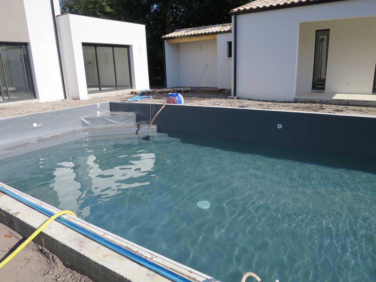 Photo remplissage de la piscine piscine charente for Remplissage automatique piscine