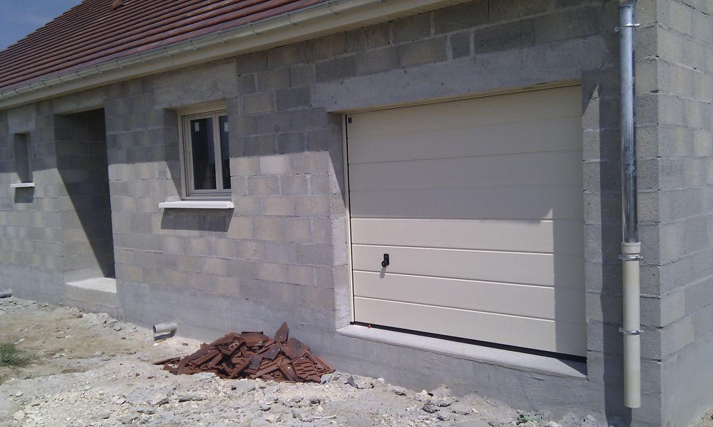 les fen tres et la porte porte de garage la joie des soldes mirebeau cote d 39 or. Black Bedroom Furniture Sets. Home Design Ideas