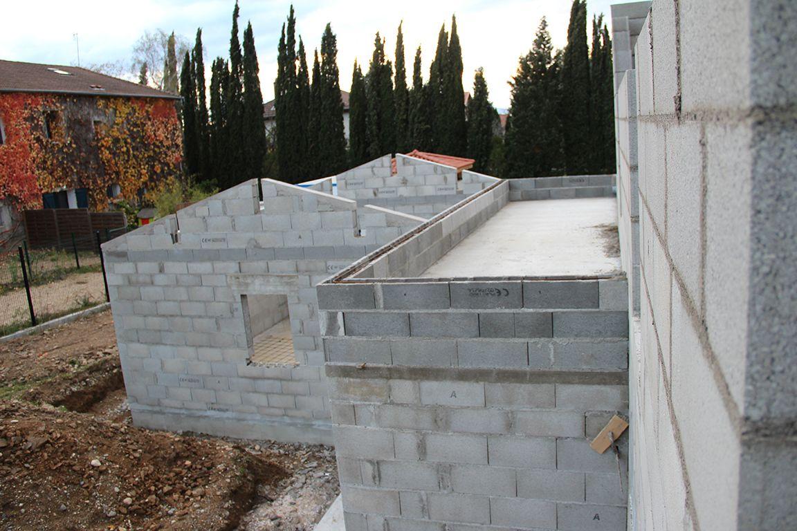 Toit terrasse au-dessus d'une partie de la cuisine et du cellier
