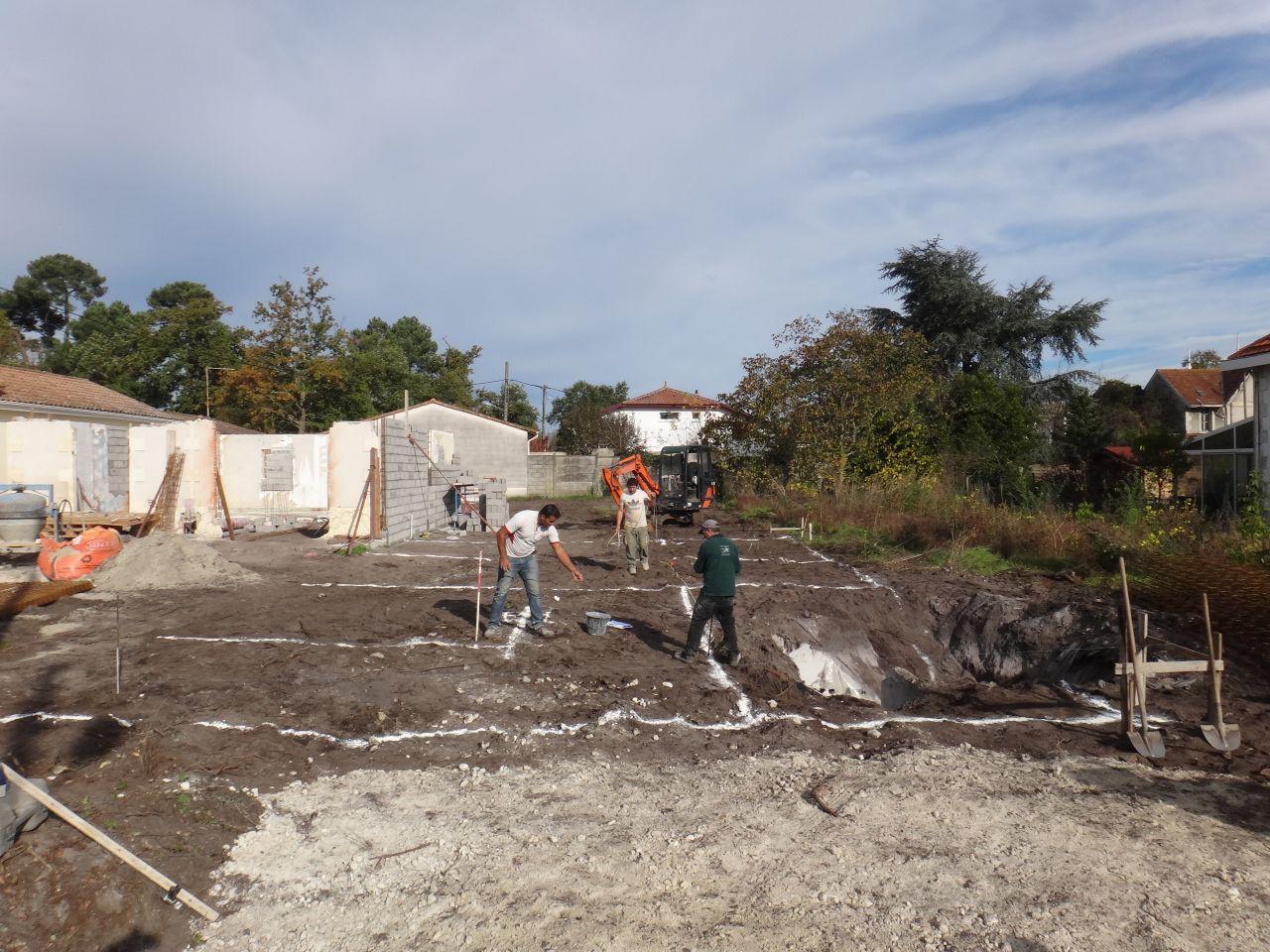 tracage au sol des tranchées a creuser pour les fondations