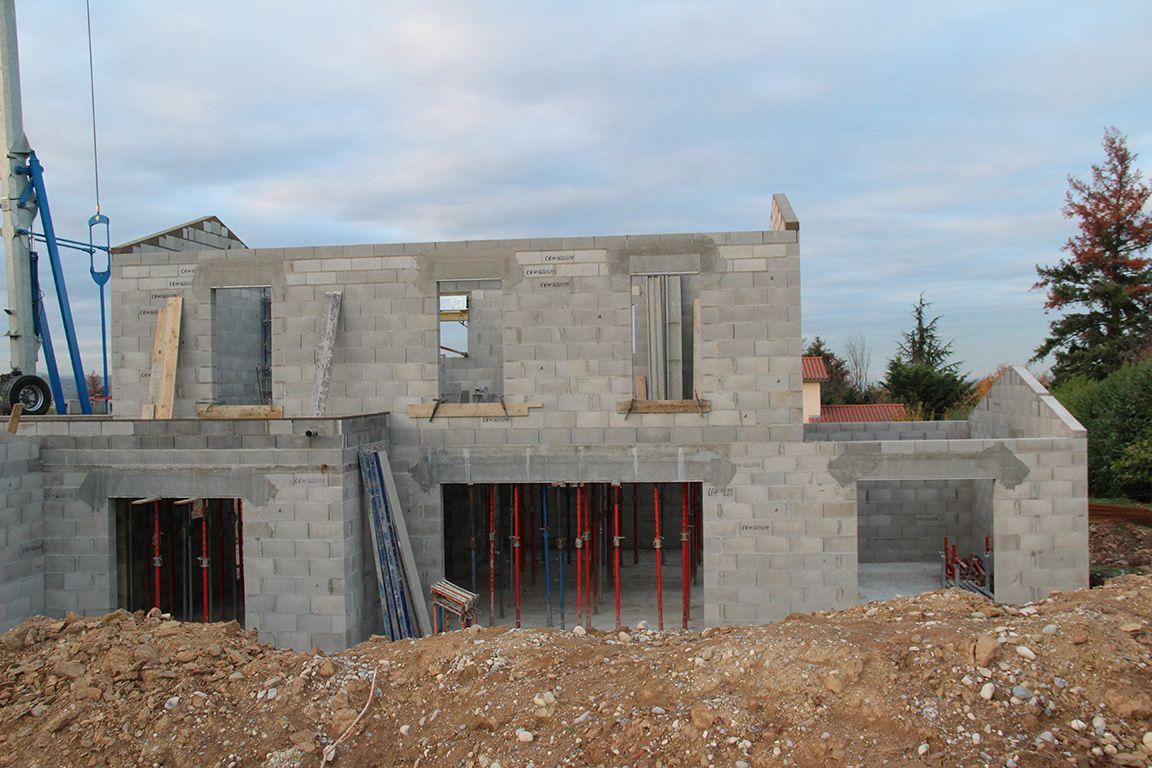 Fin de l'élévation des murs de l'étage - Pignons de l'étage et arase horizontale du toit terrasse