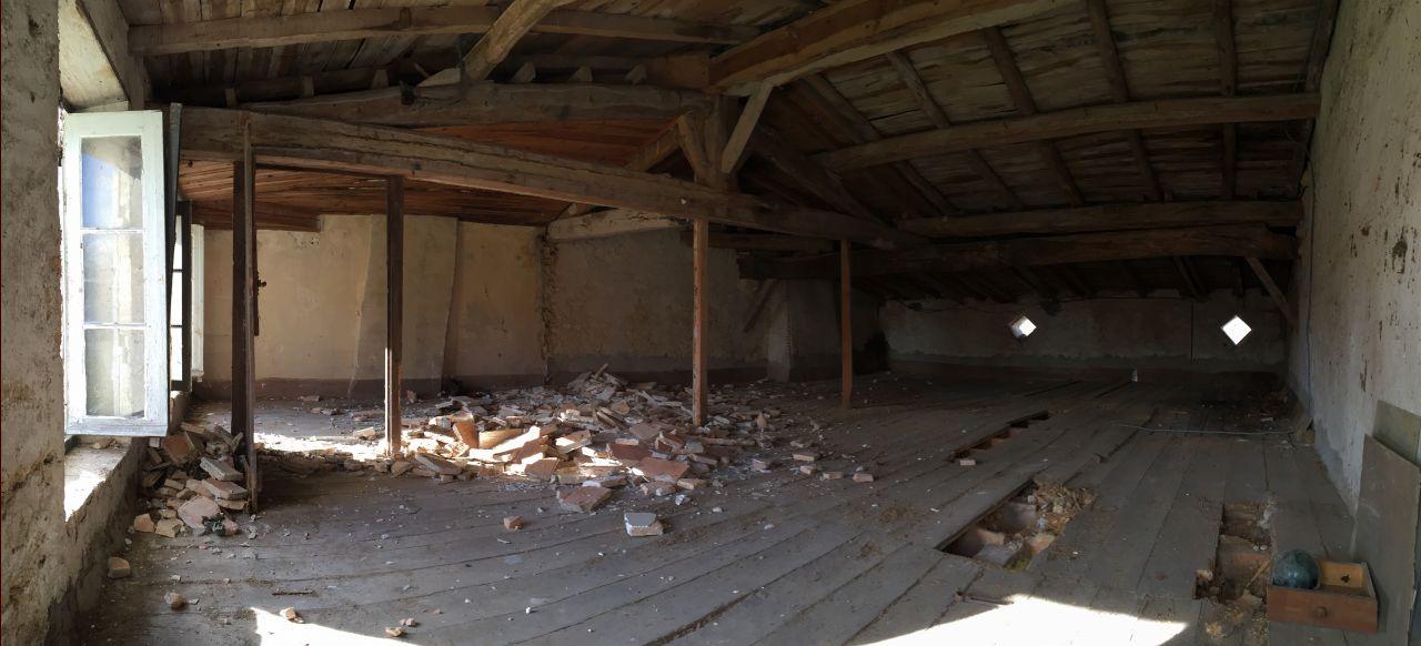 Etage - Préparation pour démolition des planchers - Abattage de la petite cloison faite en 1936! Cette chambre était très spartiate!