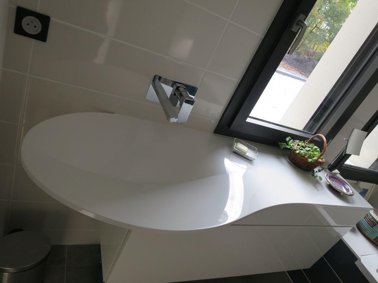 ma super belle vasque PLI (pas encore choisi de miroir...)