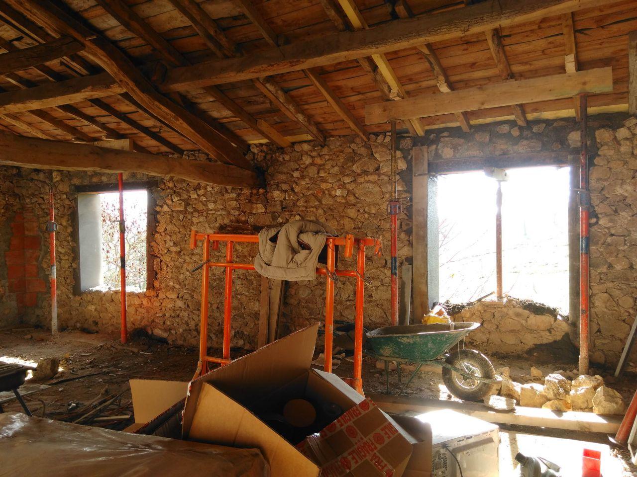 On fait réaliser des ouvertures pour de grande fenêtres de 120 x 125cm <br />  <br /> C'est long mais le travail est propre