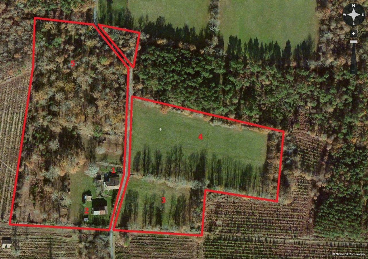 Vue satellite de la propriété <br /> 1 - Maison chai <br /> 2 - Grange <br /> 3 - Petite prairie <br /> 4 - Grande prairie <br /> 5 - Forêt