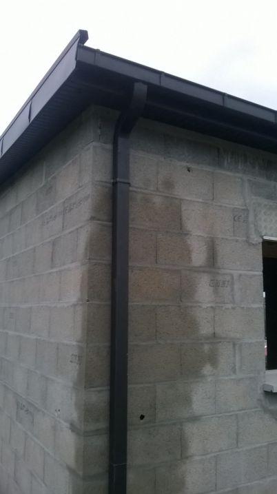 finition toiture <br /> gouttière zinc noir