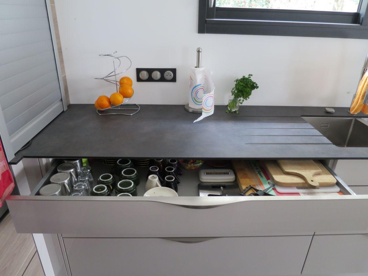 gros plan sur la cuisine breuillet charente maritime. Black Bedroom Furniture Sets. Home Design Ideas