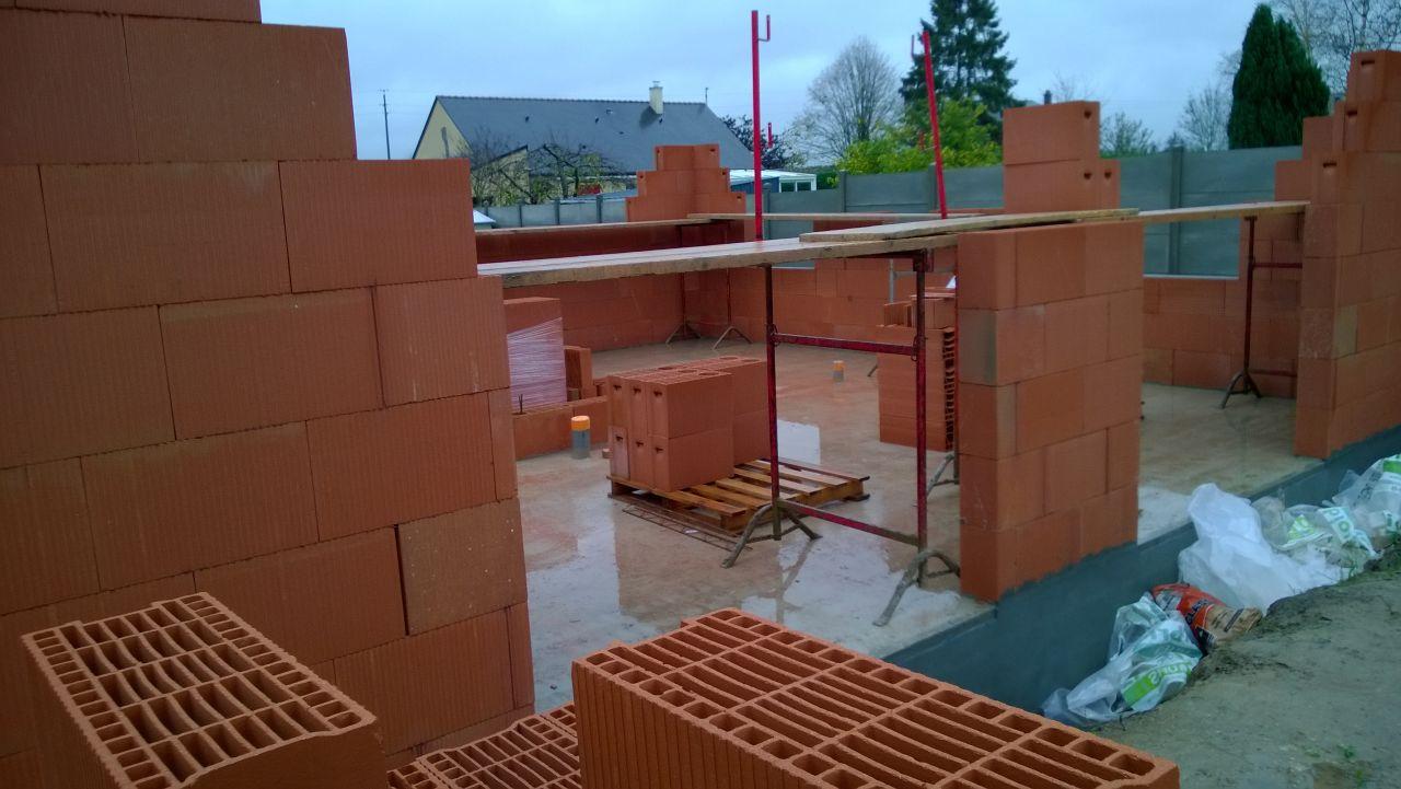 Façade sud de la maison avec les futurs emplacements des 2 baies vitrées.