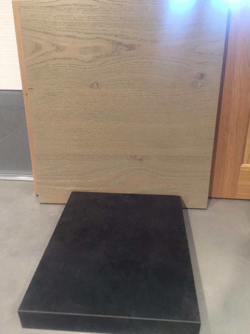 Couleur bois meuble au dessus - couleur plan de travail (cuisine)