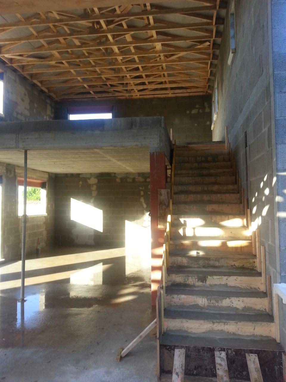 escalier béton.