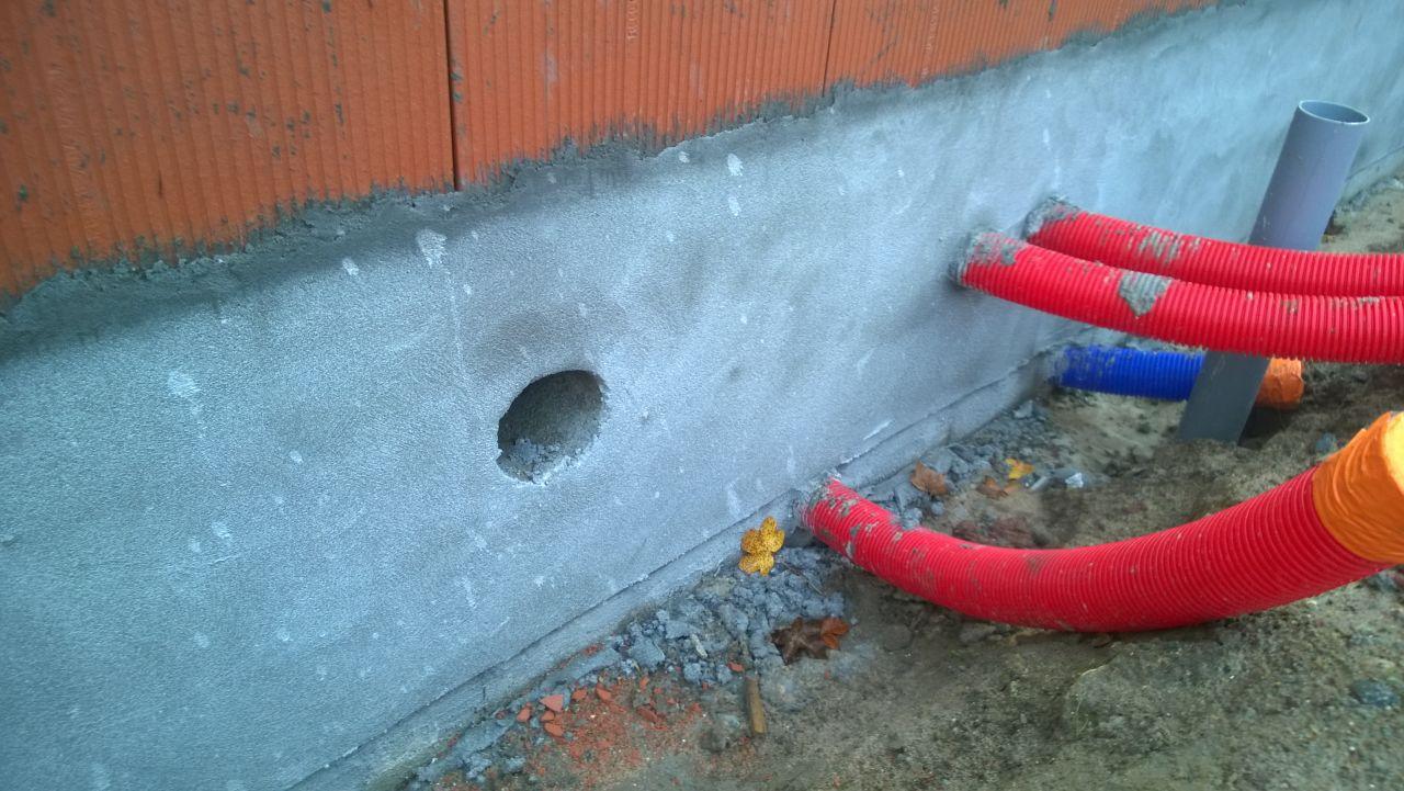 Soubassement de la maison (enduit hydrofugé taloché)
