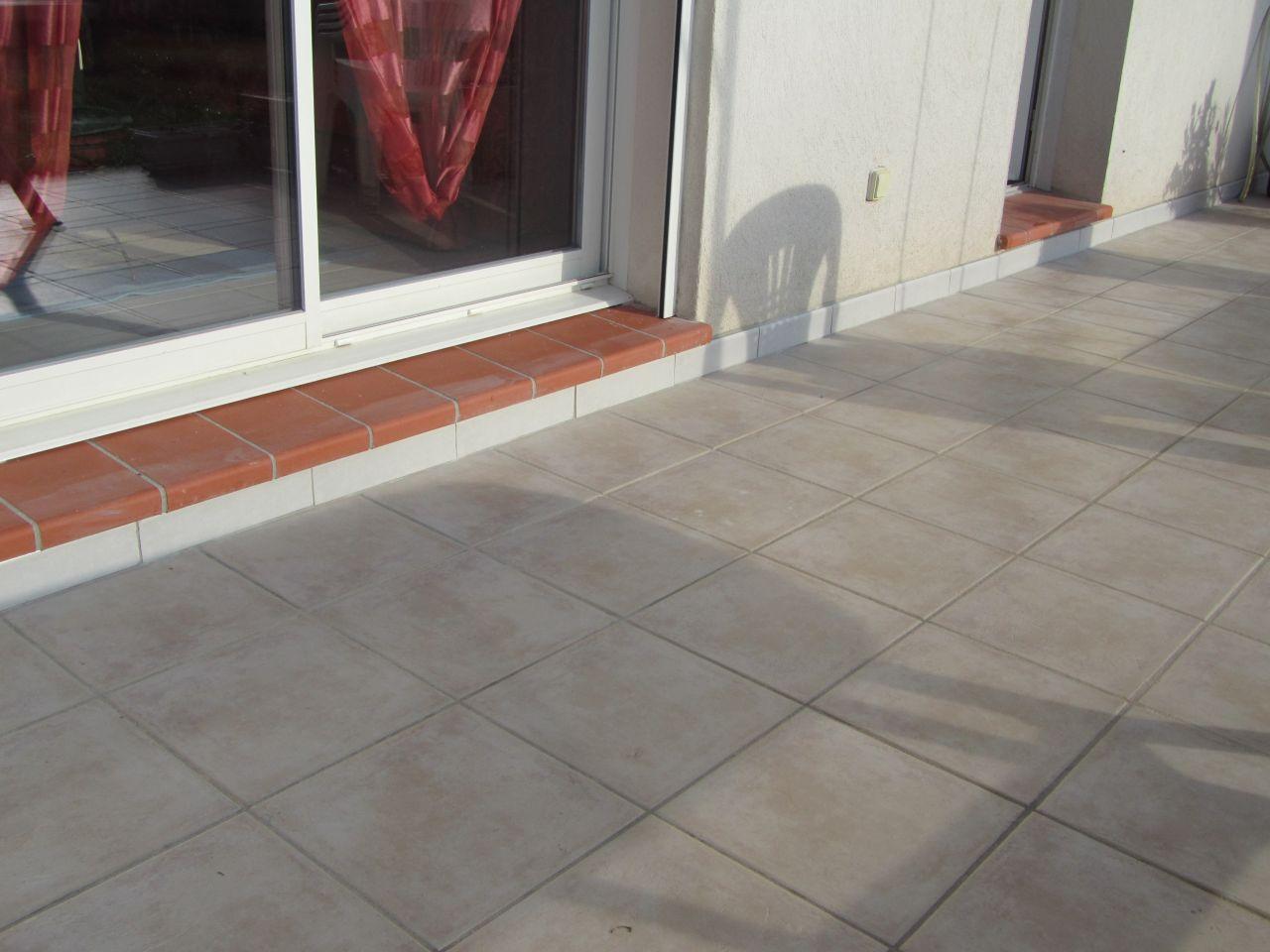 Plinthe terrasse pose bache micro aere sur la pergolas for Peinture plinthe carrelage