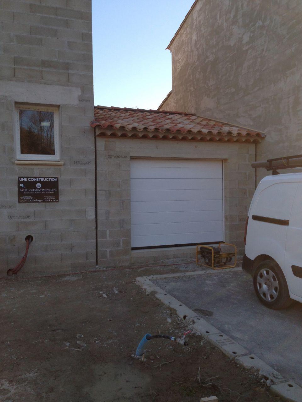 Porte garage sectionnelle automatique