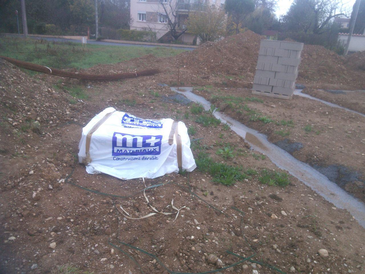 stockage du ciment pendant des semaines : pour tester le côté hydrofuge????