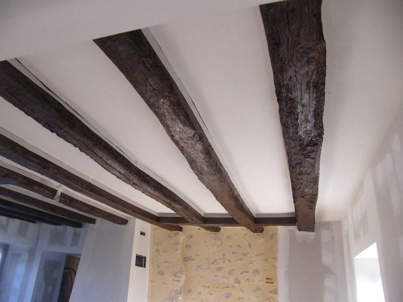 Photo lasure des poutres du plancher peinture blanche au plafond peinture - Peinture poutre plafond ...