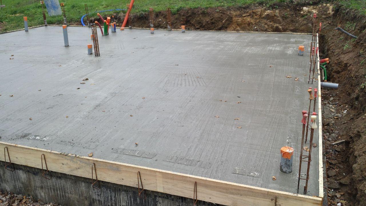Hourdis polystyr ne apparents apr s coulage dalle 12 for Pose dalle piscine sur dalle beton