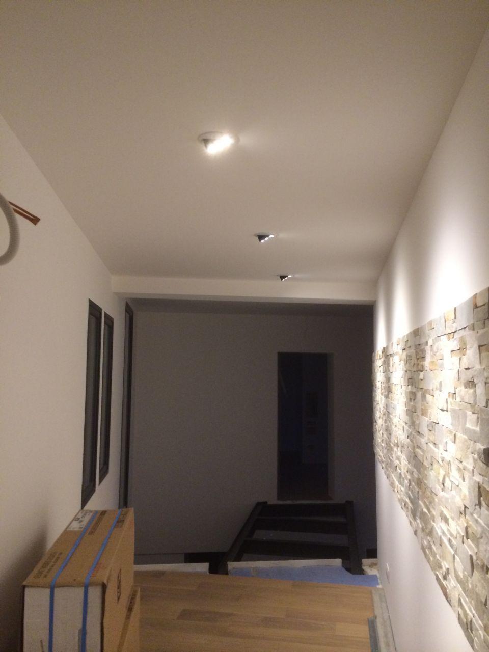 essai éclairage couloir de l'étage