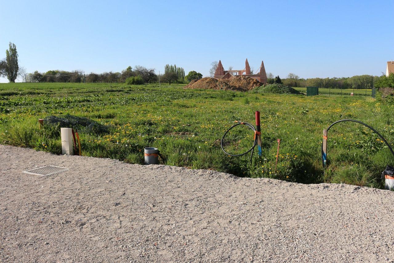 Vue de la façade AVANT du terrain <br /> Objectif pointé vers NORD / NORD-OUEST
