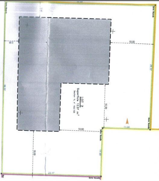 Vue du plan et de la superficie du terrain ainsi que de la zone constructible autorisée sur le terrain (300m²)