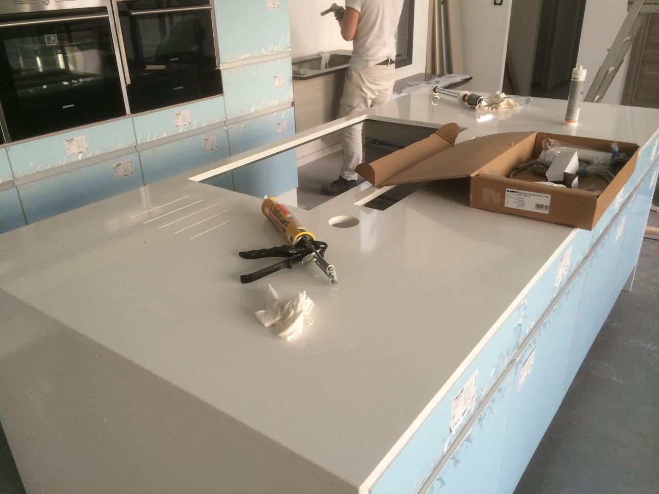 suite cuisine livraison baignoire en corian seine et marne. Black Bedroom Furniture Sets. Home Design Ideas
