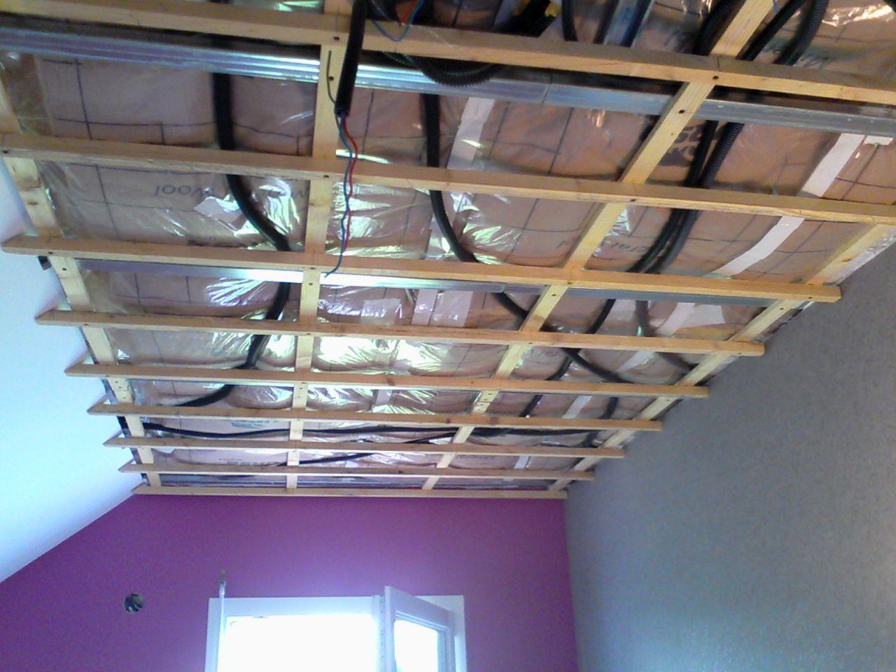 Poser Du Lambris Dans Les Combles intérieur pose d'un lambris au plafond (ossature métallique) - 28 messages
