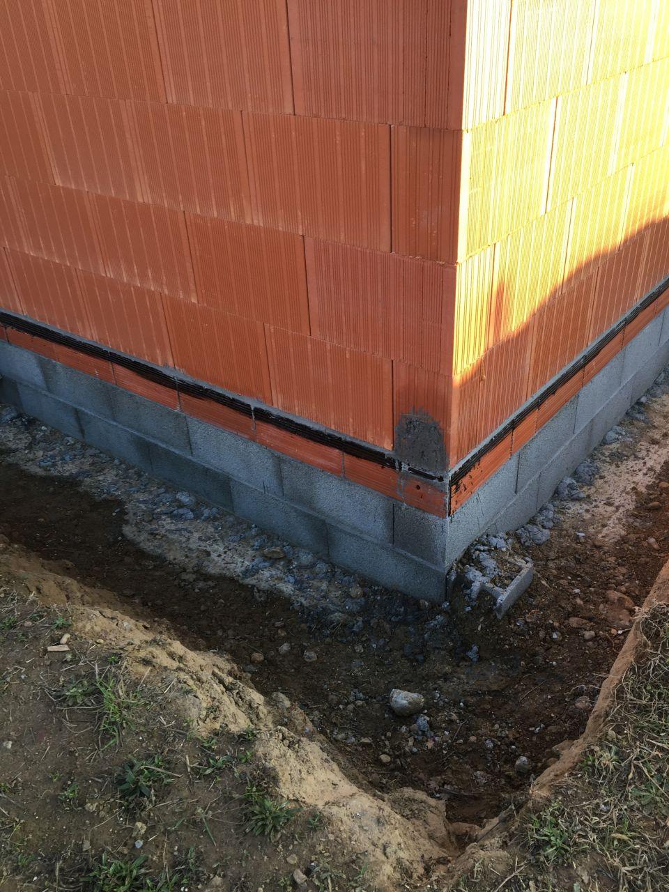 Fin des murs du rez-de-chaussée - Chainage vertical coulé