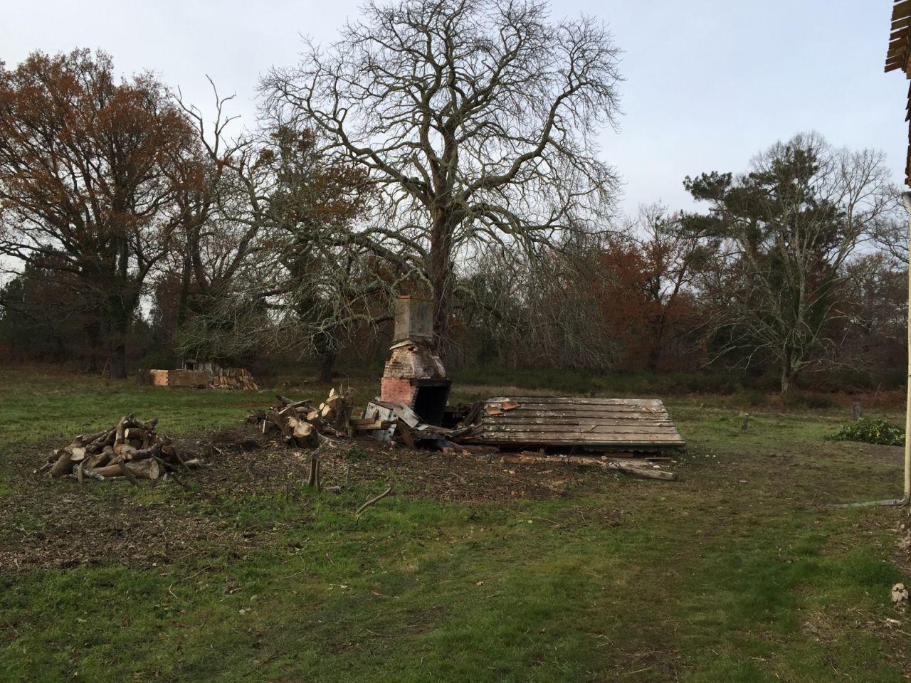 Déconstruction de la cabane n°2, paffff