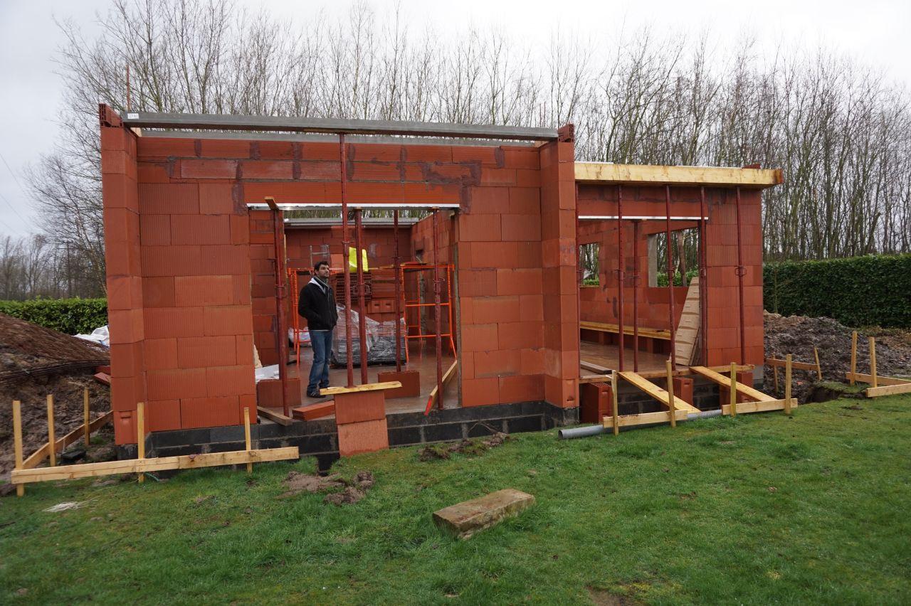 Les 2 baies vitrées avec leur coffres tunnel et les murs achevés !
