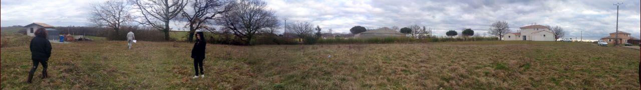 Vue panoramique du terrain mais à une saison moins belle.