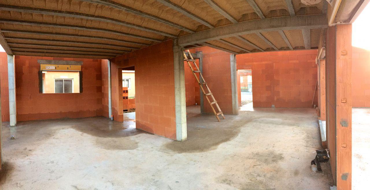 Fin de l'élévation des murs: salon/salle à manger