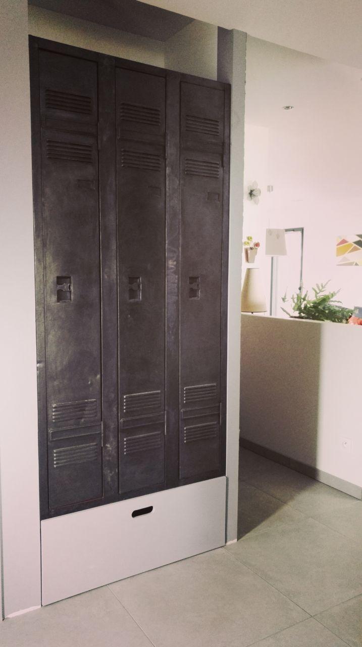 Vestiaire industriel restauré pour l'aménagement du placard de l'entrée