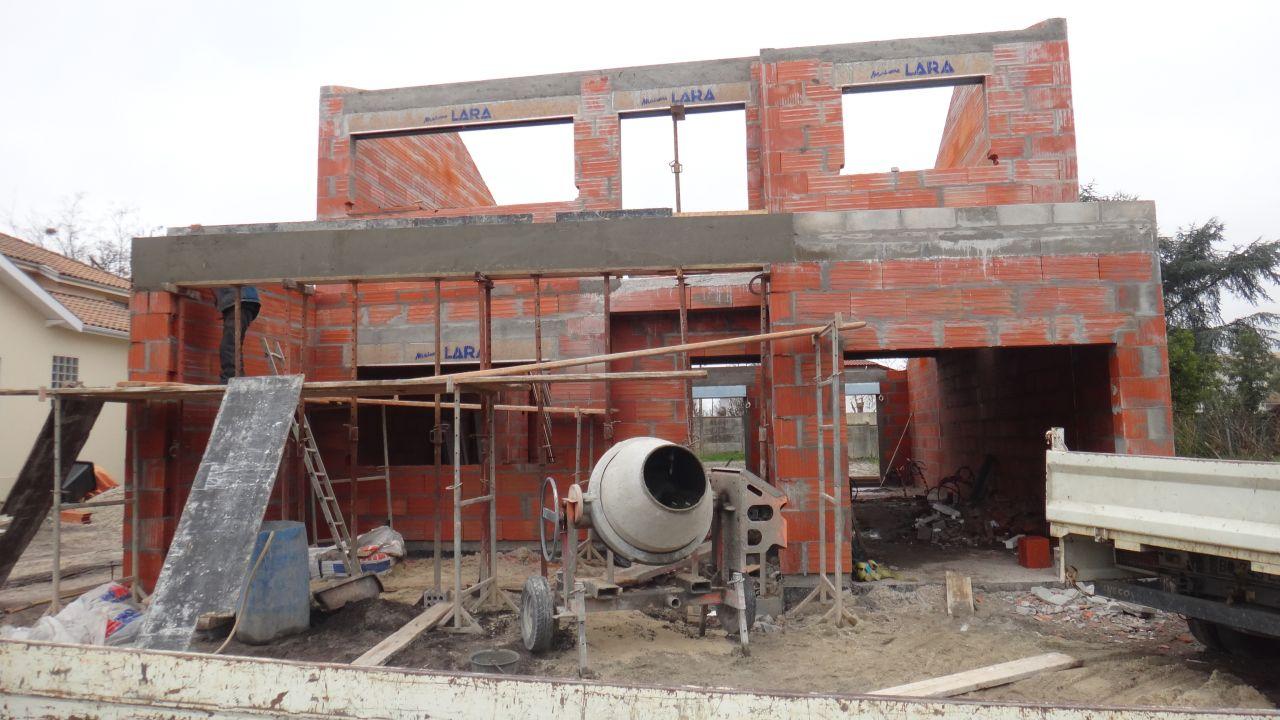 6ieme jour de l'elevation de l'etage - preparation pour les appuis de fenetre