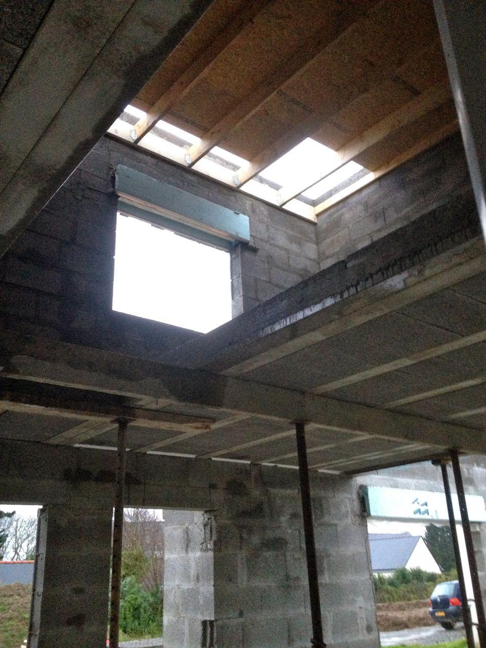 Première journée du charpentier l' étage est presque totalement couvert