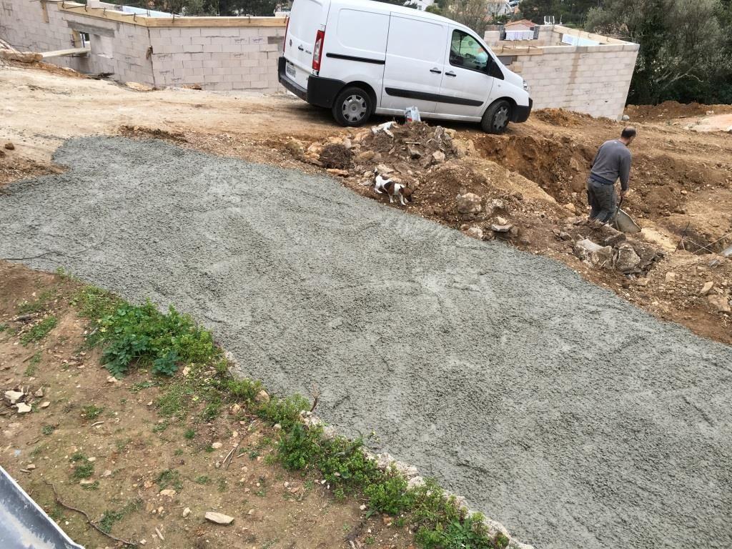 il reste 3 mètres cube on fait la rampe d'accès pour les camions !