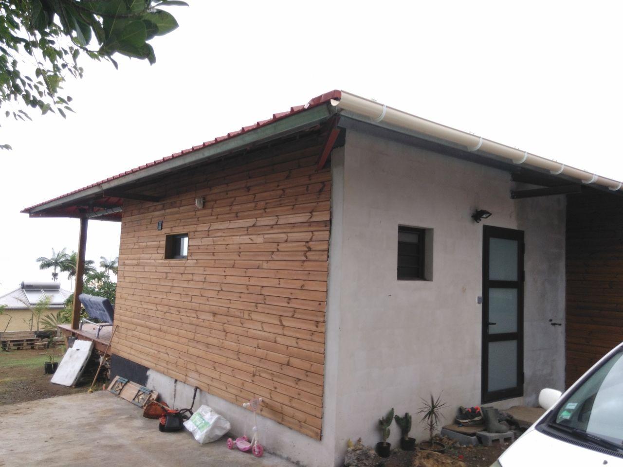 Charpente toiture termin e petite maison l 39 ile de la for Constructeur maison contemporaine 974
