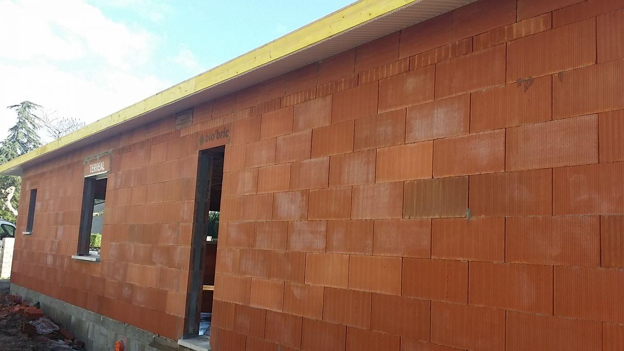 Vue Nord-Est <br /> Débord de toit PVC