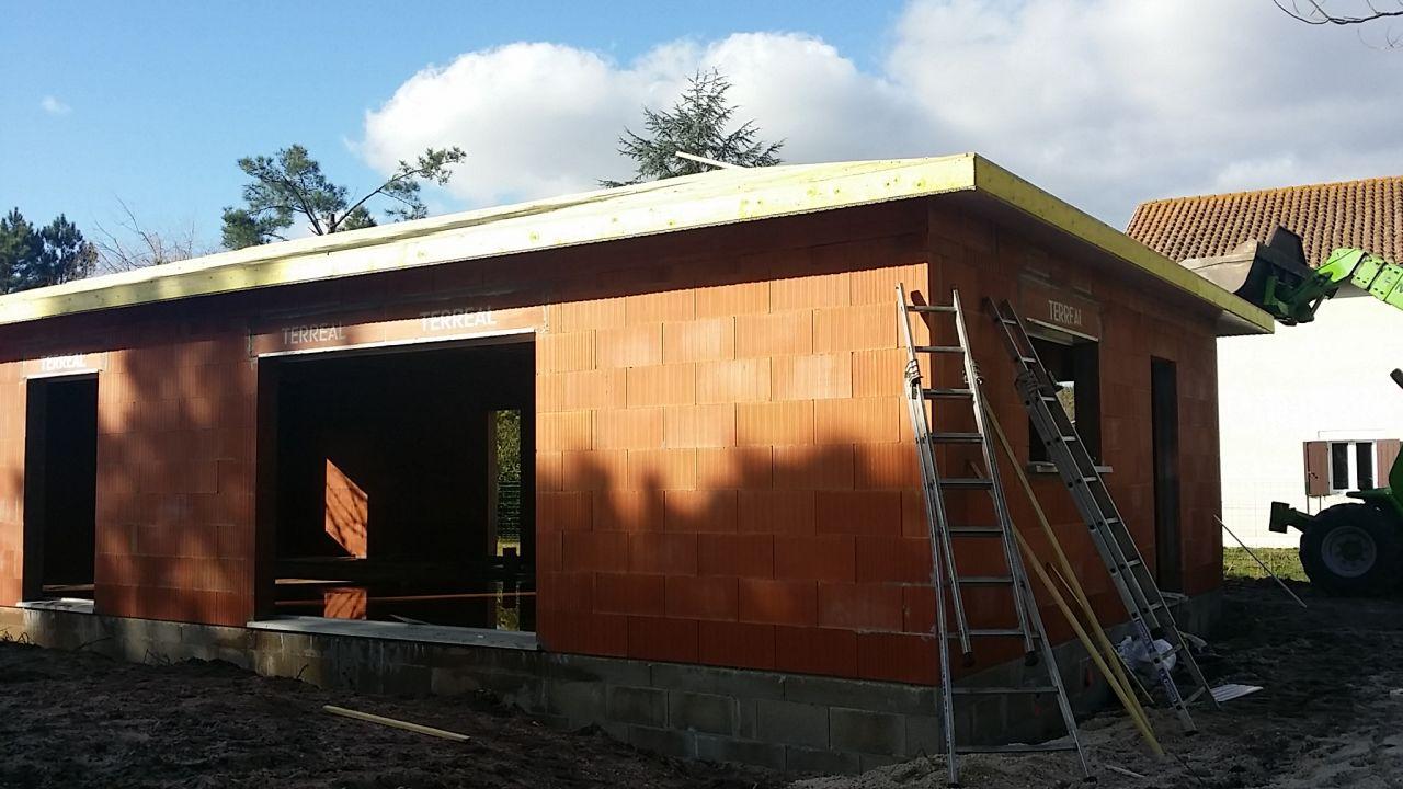 Vue Sud-Est <br /> Débord de toit PVC