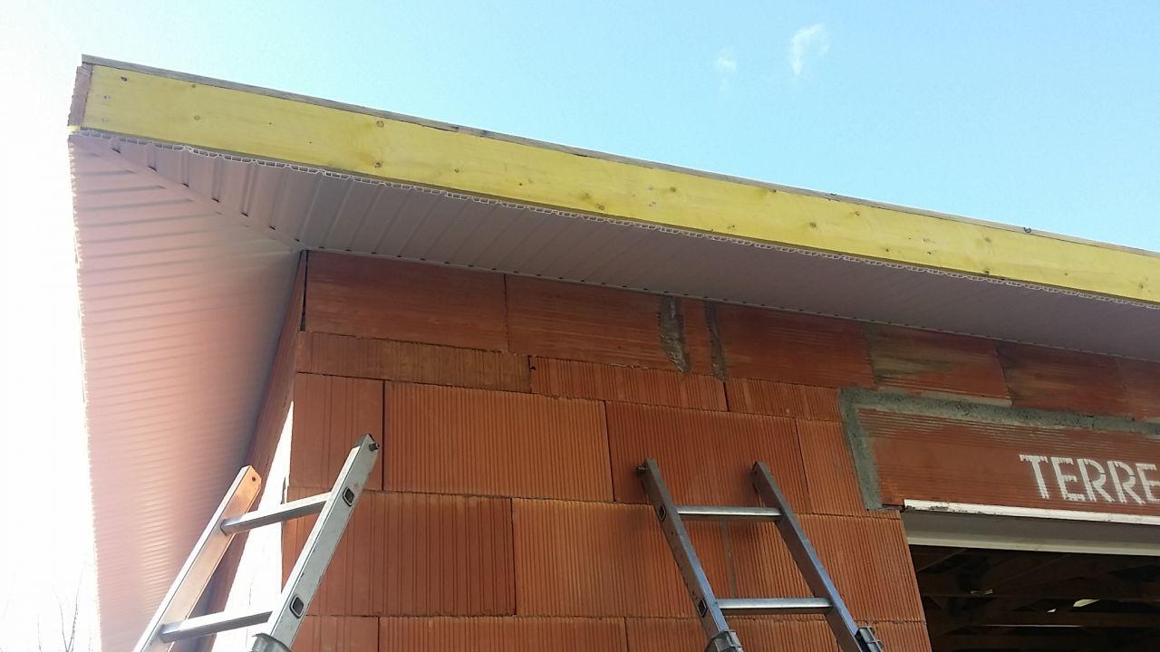 Vue Sud-Est <br /> Débords de toit PVC