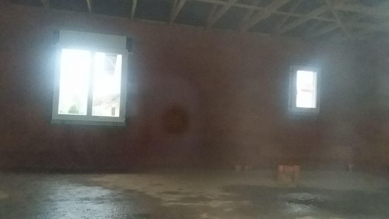 Intérieur - (de gauche à droite) Fenêtre salon / Fenêtre cellier