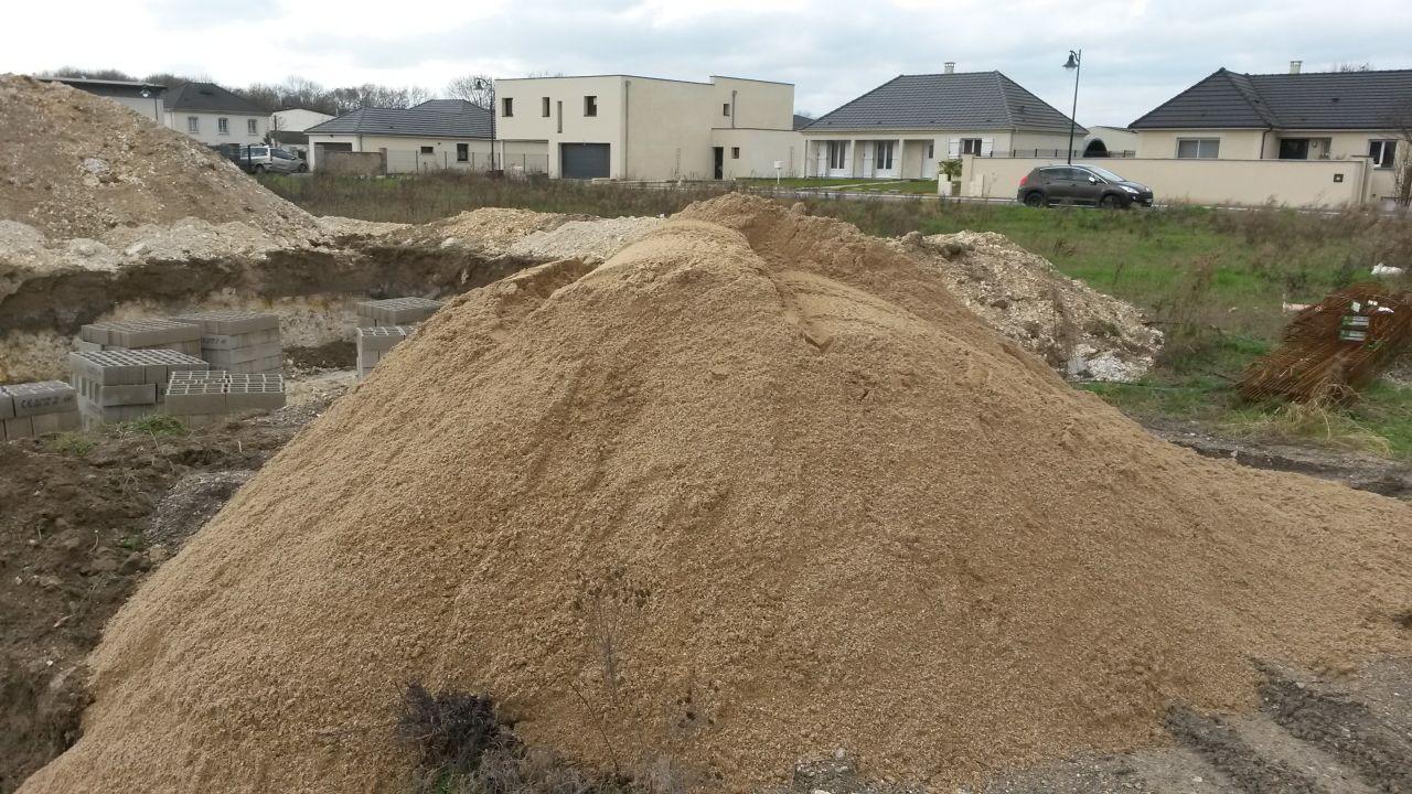 Le sable aussi