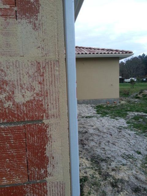 Épaisseur du crépis le long d'un mur
