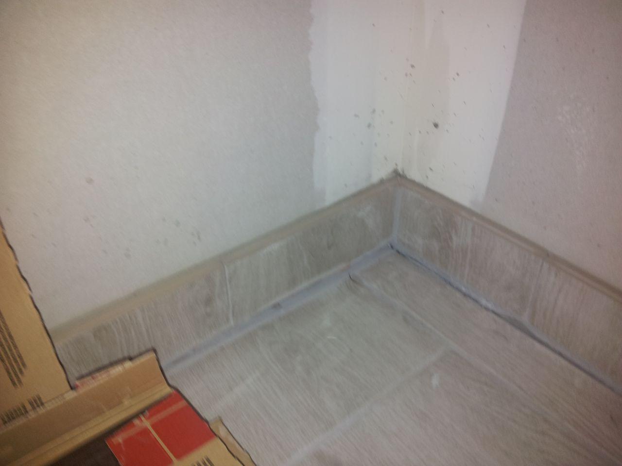 Sol affaisé sur 1,5 cm dans les deux chambres enfants puis fissure et baisse du sol de quelques millimètres dans toute la maison....