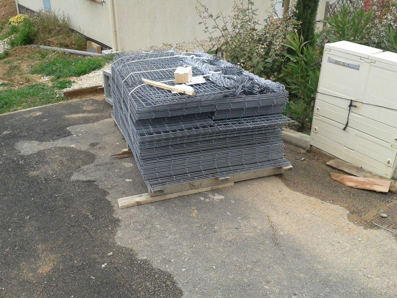 Livraison des casiers à gabion pour contenir le remblai du jardin