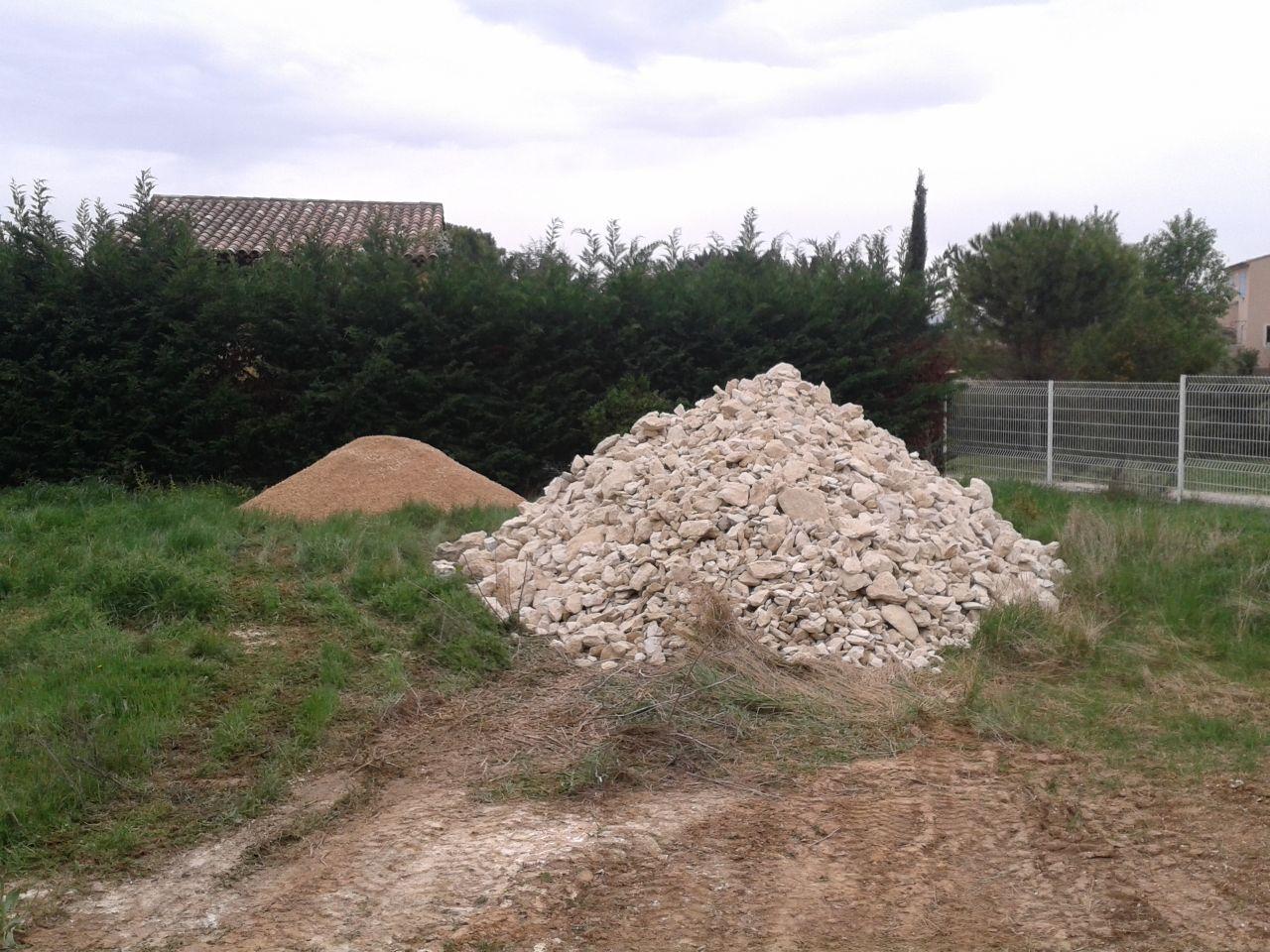 Livraison des pierres pour les gabions pour contenir le remblai du jardin