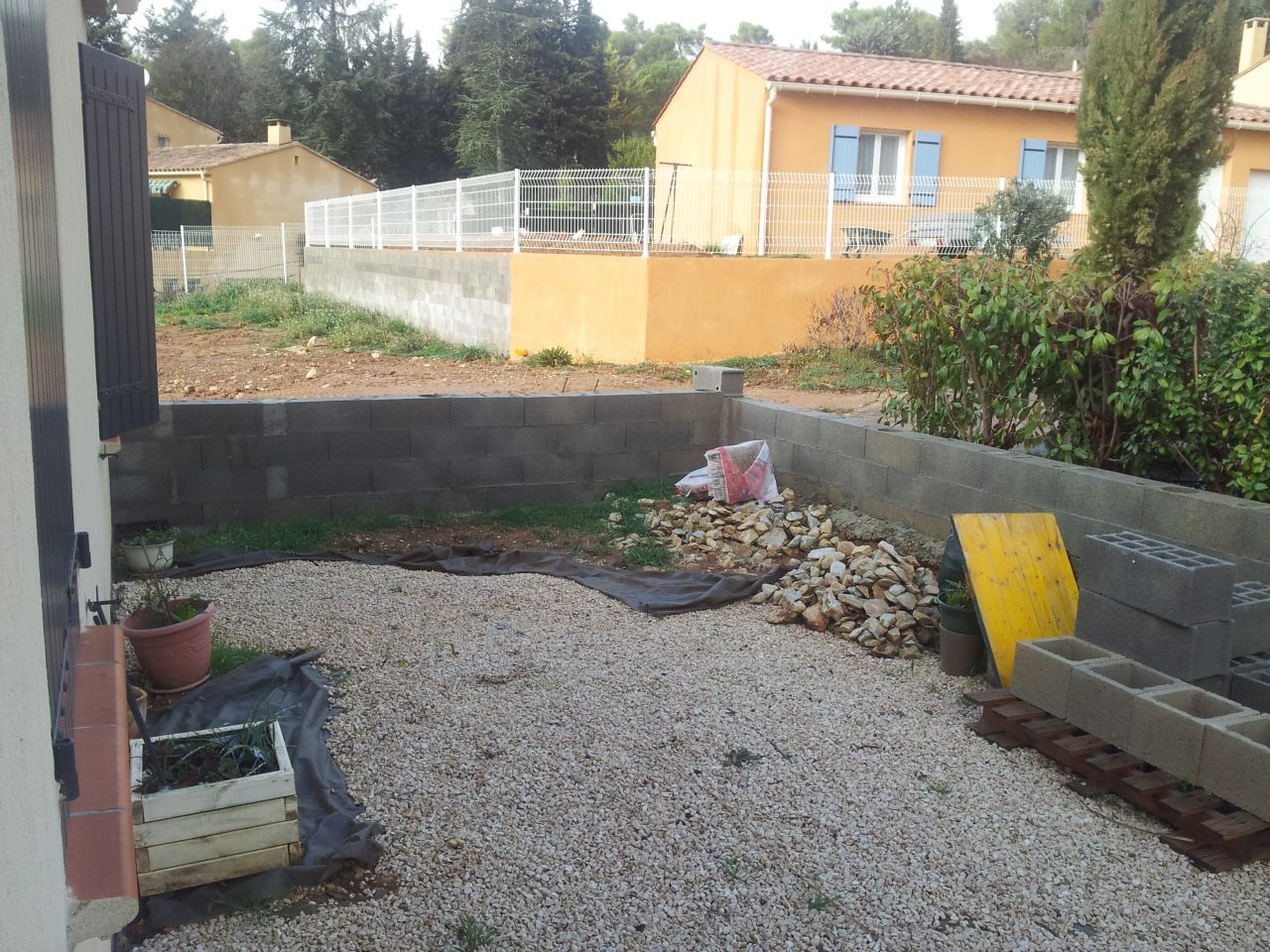 Construction du garage clotures id es am nagement for Amenagement jardin nouvelle construction
