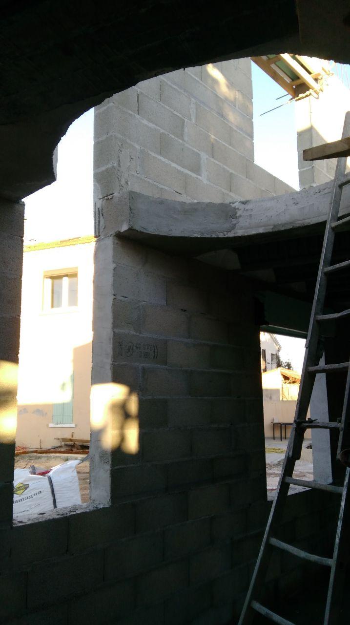 Le puits de lumière avec la trémie ronde du futur escalier hélicoïdal