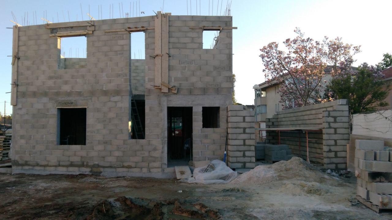 Etage fini et élévation des murs du garage