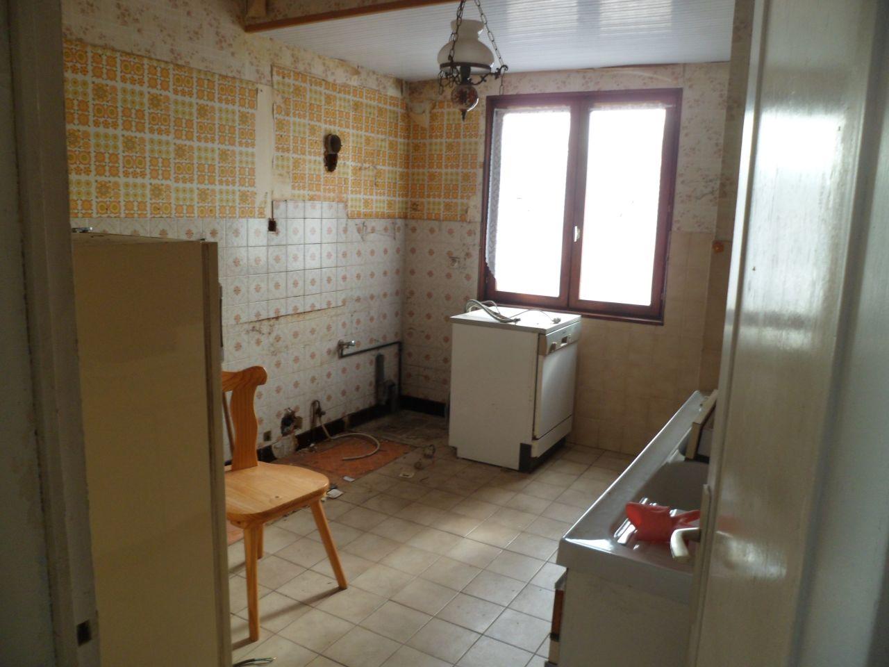 L'ancienne cuisine après avoir enlevé les meubles. Elle deviendra une chambre.